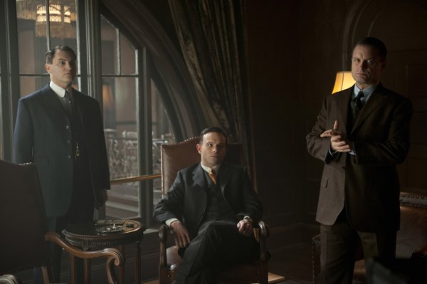 boardwalk-empire-season-4-michael-stuhlbarg-anatol-yusef-shea-whigham (1)