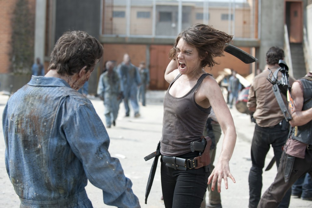the-walking-dead-season-3-maggie-fighting-zombies