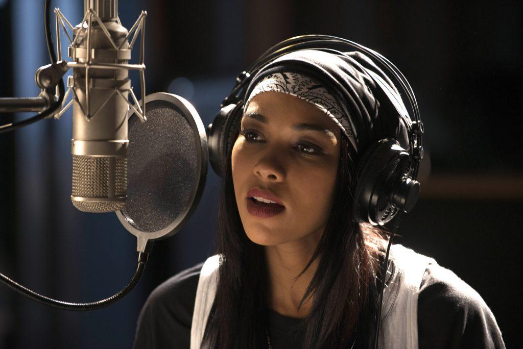 Alexandra-Shipp-as-Aaliyah-4